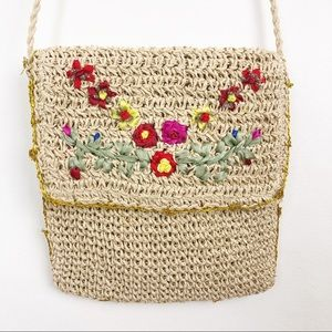 VINTAGE small floral embroidered woven straw bag